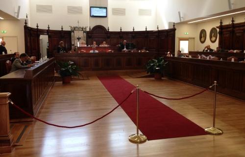 """Consiglio comunale aperto sulla sanità: """"Vanno salvaguardati i livelli del servizio e l'offerta formativa dell'Università"""