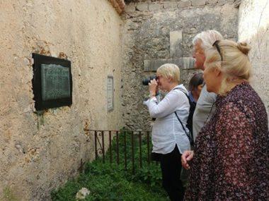 Norvegesi in visita a tomba Trulson, a Civita d'Antino