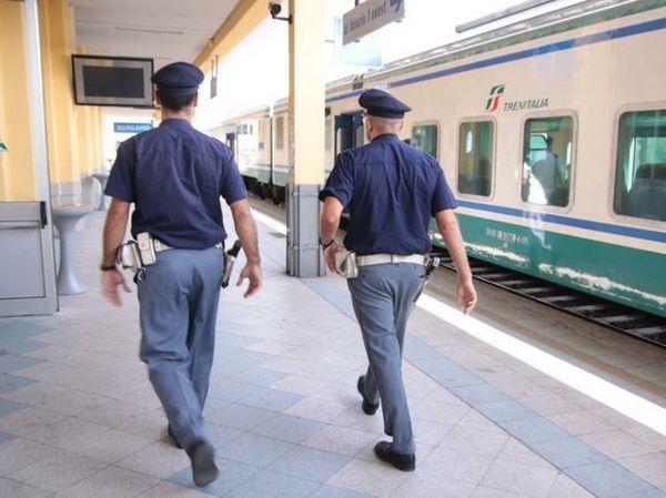 Giulianova, minaccia il capotreno con un coltello: denunciato