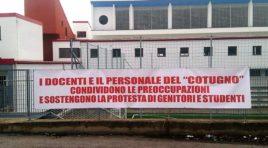 Scuola L'Aquila, 700 studenti in piazza per protestare contro carenza sedi e strutture