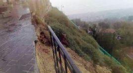 Maltempo, crolla una parte del belvedere di Silvi