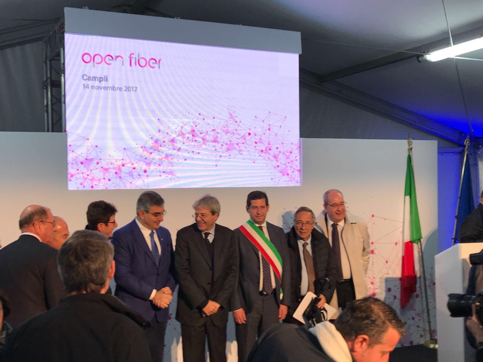 Taglio del nastro banda larga a Campli, Quaresimale chiede velocità al premier Gentiloni per le priorità del territorio
