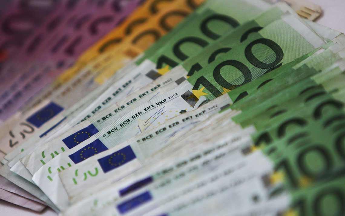 Avezzano, paga il parrucchiere con banconote false: denunciato