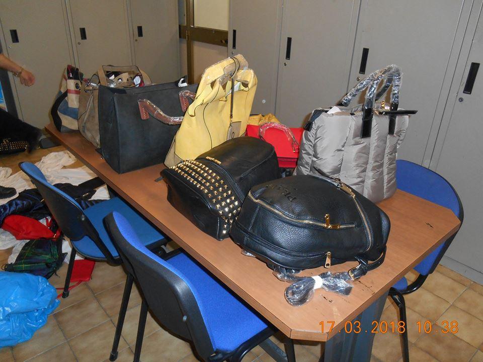 Contraffazione, sequestri al mercato rionale di piazza Indro Montanelli
