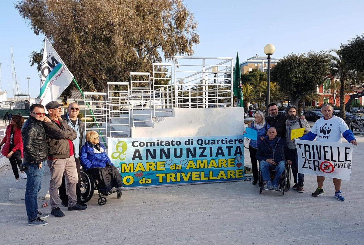 Flash-mob contro le trivellazioni in mare, successo a Giulianova