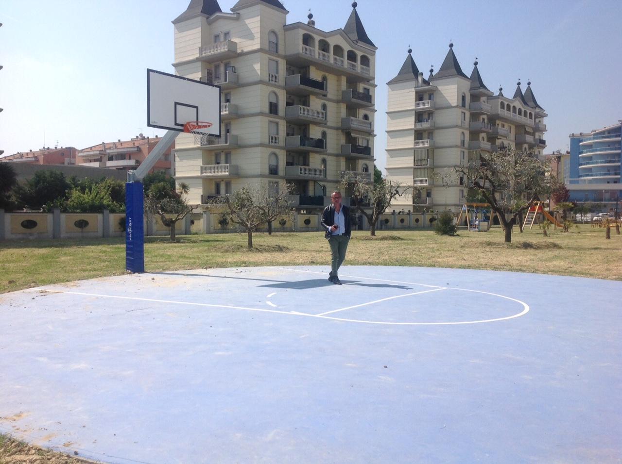 Pronti i campi da basket nel parco Falcone e nel parco Le Favole
