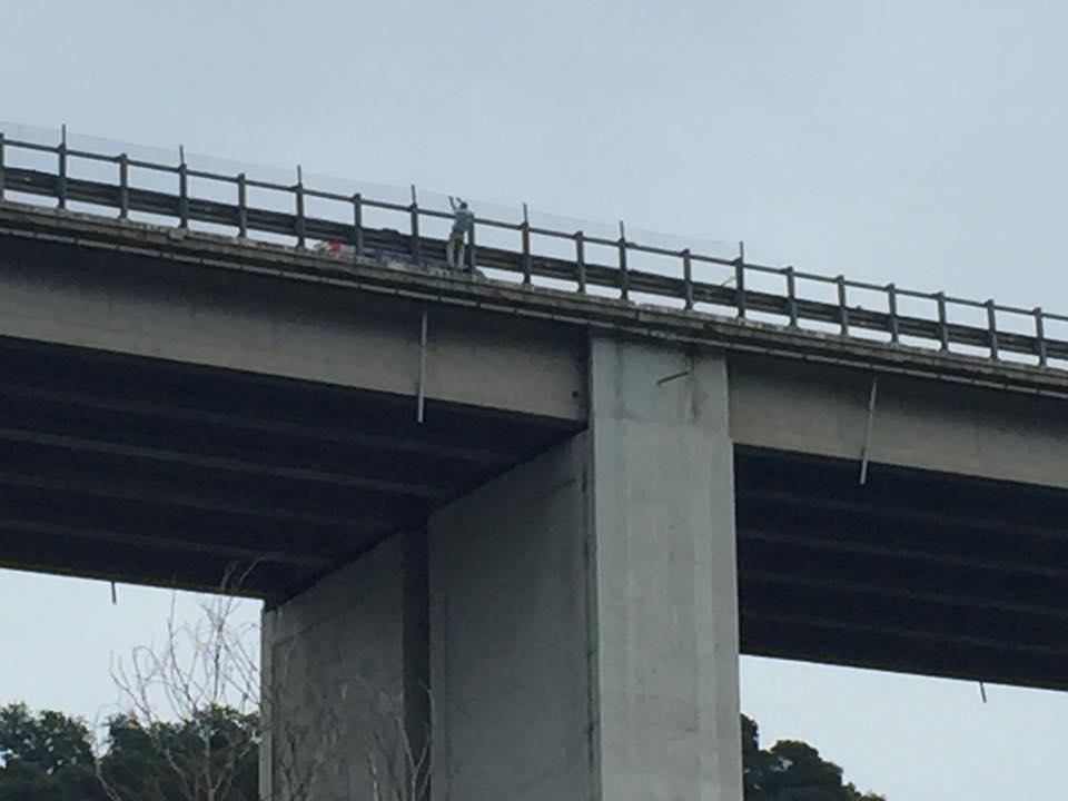 Francavilla al Mare, lancia la bambina dal ponte e poi si suicida