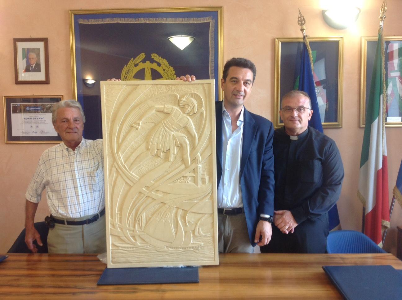 Donata la scultura di San Michele Arcangelo protettore della città