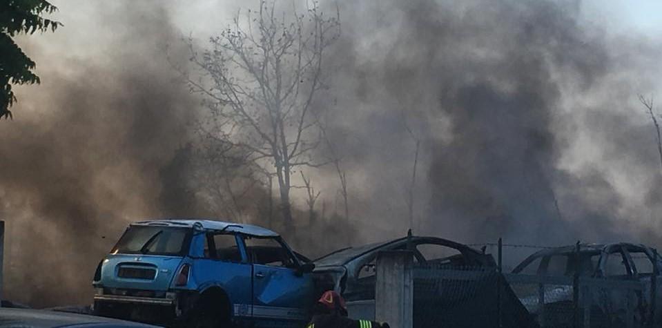 A fuoco l'autodemolizione Lu Biond a Sant'Egidio, emessa ordinanza