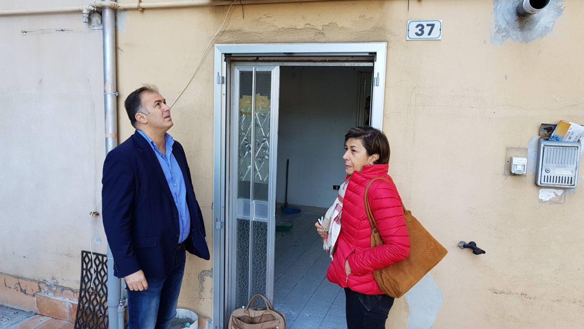 Occupazione abusiva in viale Europa, murati gli ingressi di un appartamento