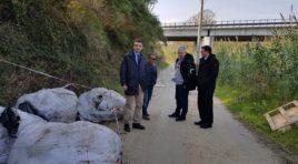 Quintali di rifiuti speciali abbandonati sulla strada dell'ex discarica di Villa Carmine