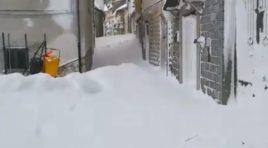 Due metri di neve a Castiglione Messer Marino: strade bloccate