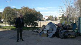 Abbandono di rifiuti, la piaga di via Rimini