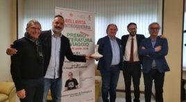 """Controguerra, al via il """"Premio Letteratura di Viaggio"""":Decanter d'Oro a Elio"""