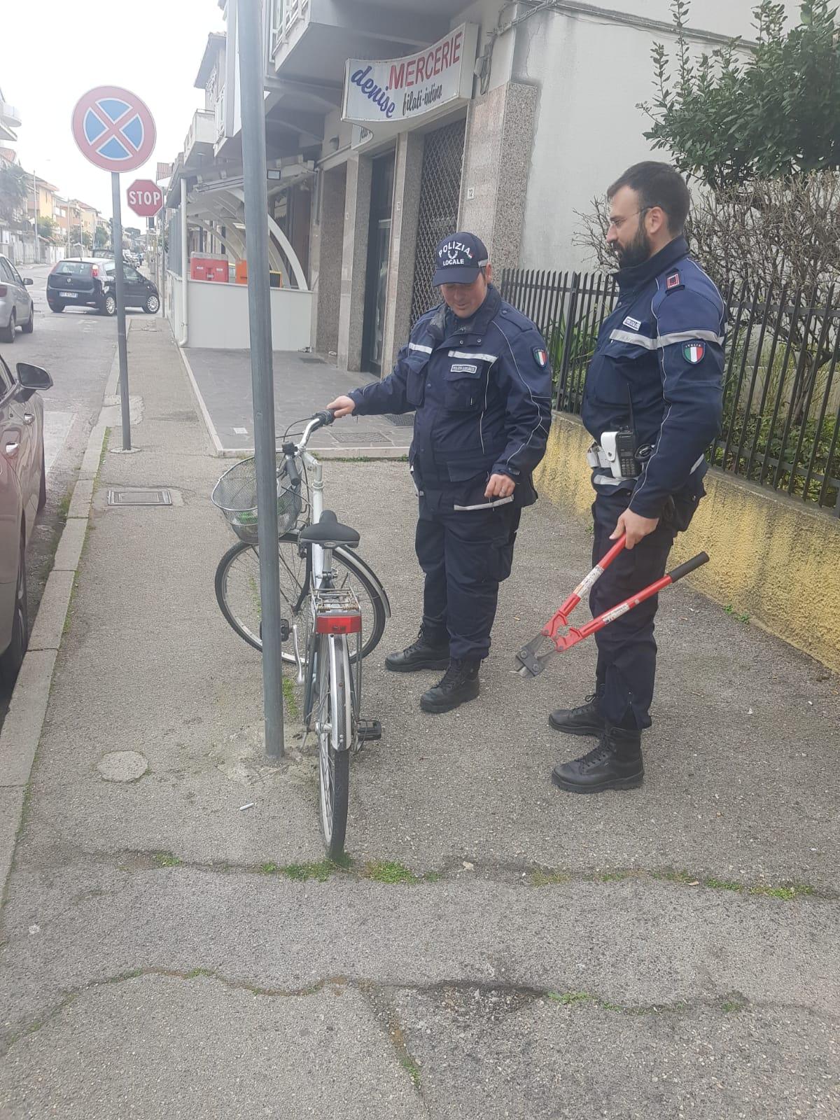 Contrasto degrado, rimosse le bici abbandonate sul territorio