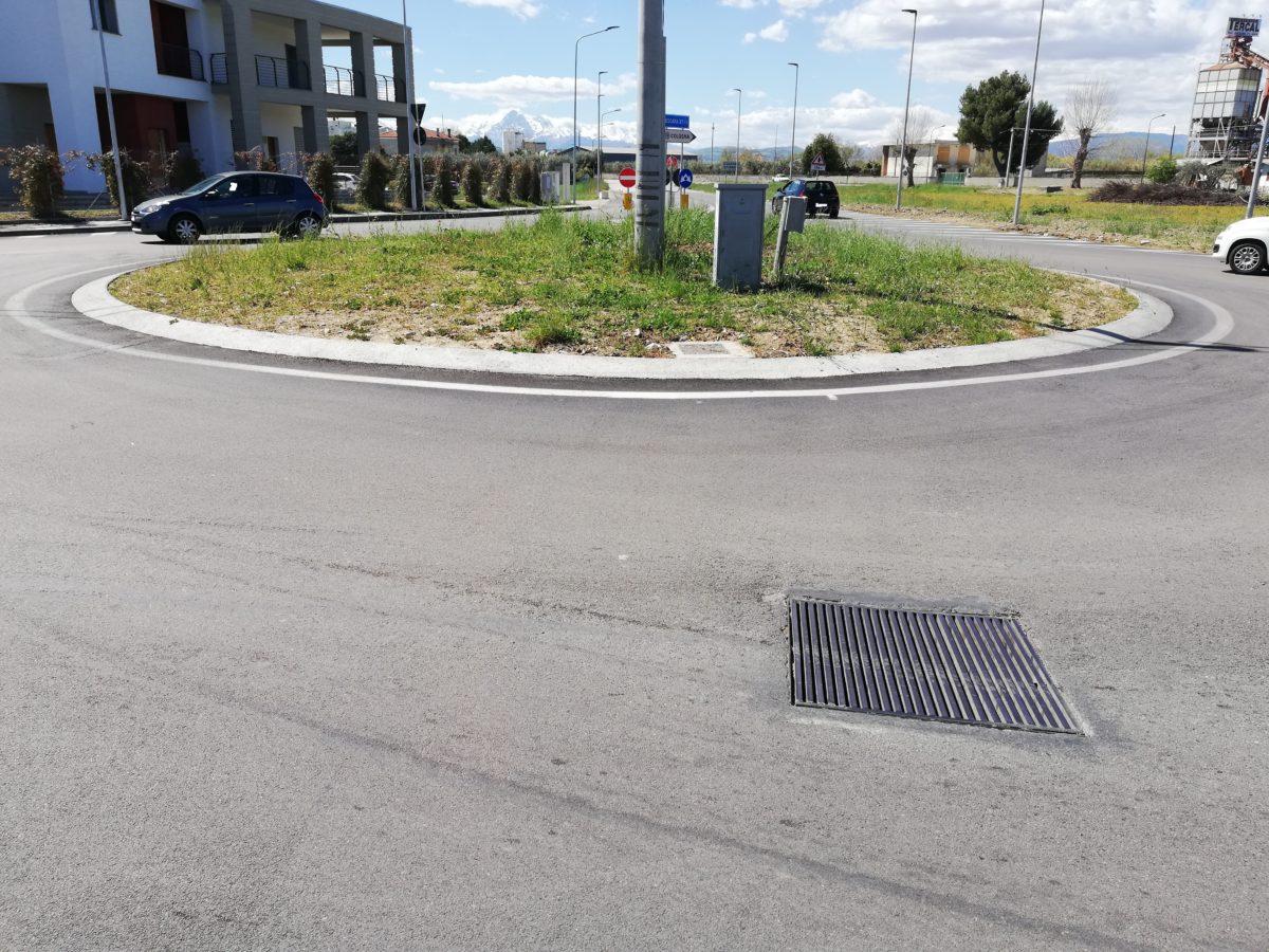 Rotonda di Cologna Spiaggia all'abbandono con lavori non terminati: la denuncia di Azione Politica