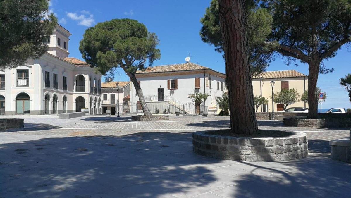 Piazza Calabresi completata, ora è di nuovo a disposizione della città