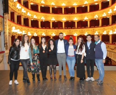I giovani della Delegazione Fai Chieti nel Teatro Marrucino