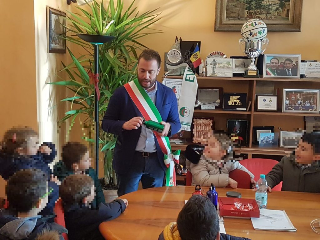 Giulianova, i bimbi della scuola dell'infanzia Don Milani vistano il Comune
