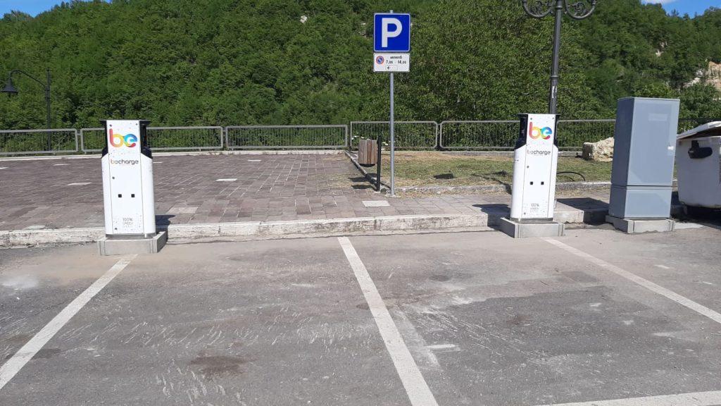 Valle Castellana, installate due colonnine per ricarica auto elettriche
