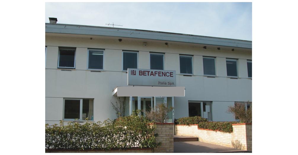 Chiusura Betafence e 155 licenziamenti. Sindaco Costantini al presidio