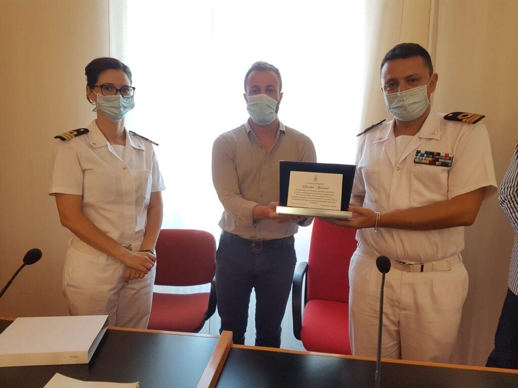 Giulianova, sindaco saluta Bernetti e dà il benvenuto al nuovo Comandante della guardia costiera Sutera
