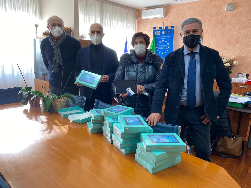 Pescara, consegnati in due scuole i tablet acquistati dal Comune