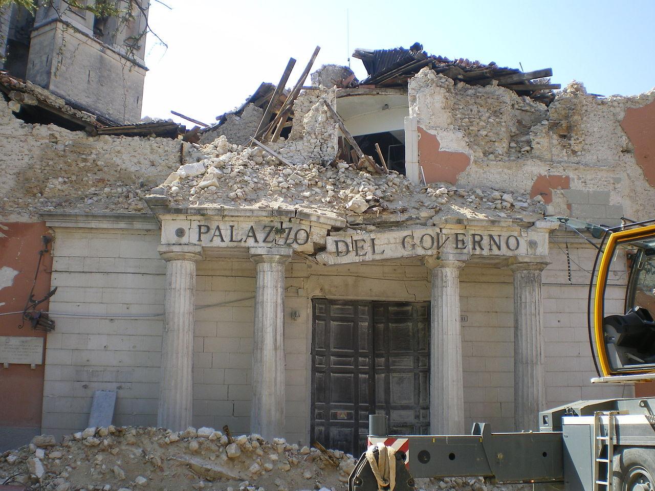L'Aquila, decennale del sisma: Fiaccolata commemorativa per le vittime