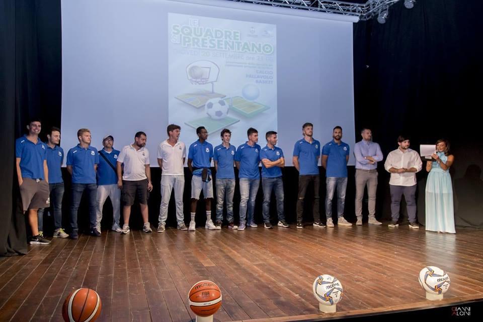 Pineto, presentate le squadre di calcio, volley e basket della città