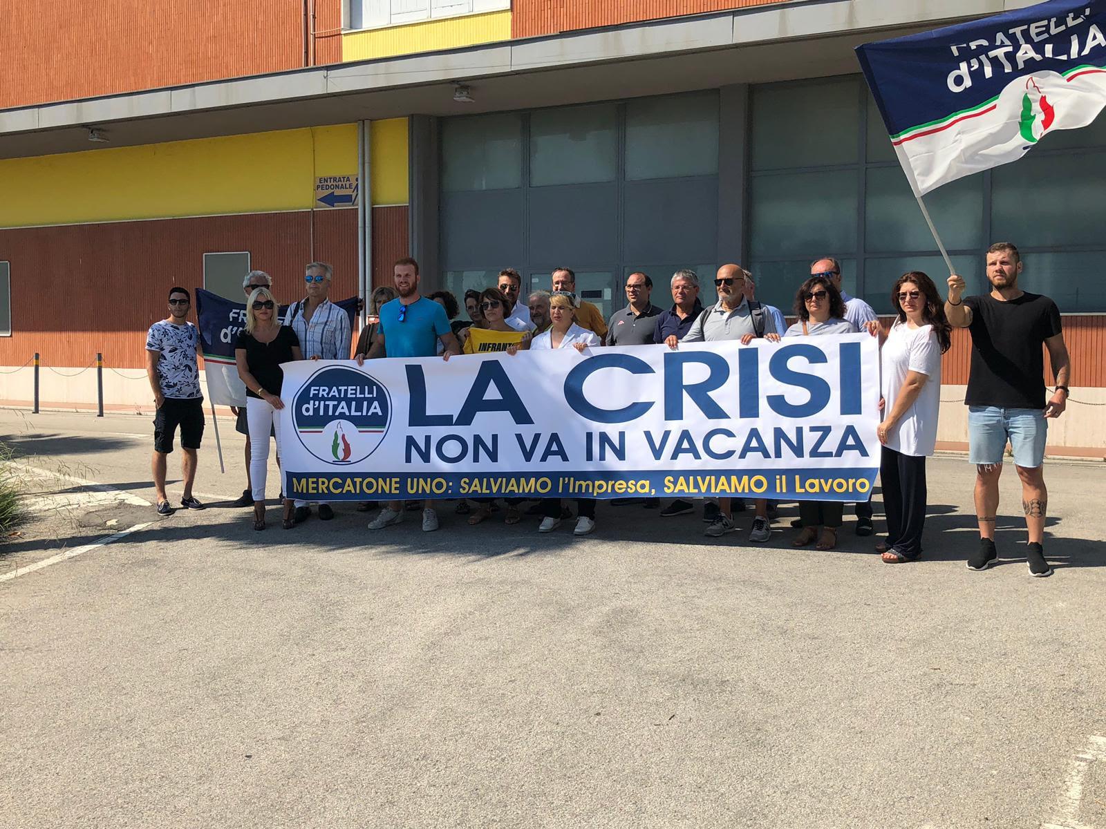 Mercatone Uno, flash mob a Pineto a sostegno dei lavoratori