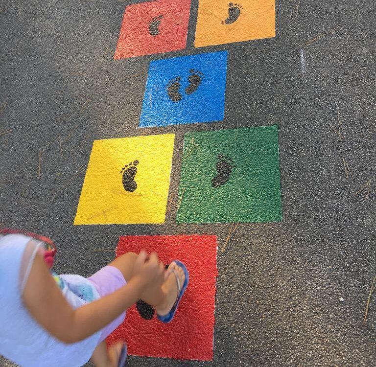 Atri ospita giochi a terra per aiutare i più piccoli nella socializzazione
