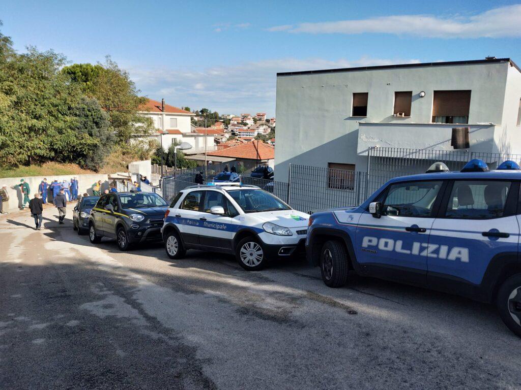 Sgomberati due edifici comunali occupati abusivamente in via Valle Furci