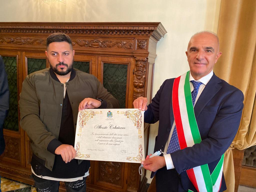 Fece arrestare uno scippatore: sindaco Masci premia Alessio Colaiocco