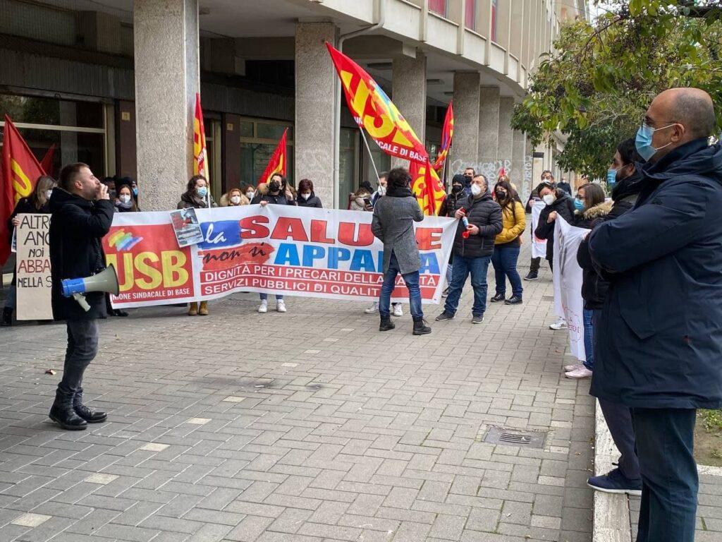 A Pescara la protesta degli infermieri e operatori socio-sanitari