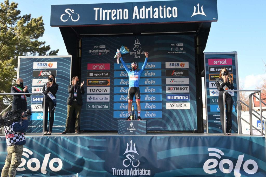 Tirreno-Adriatico, a Prati di Tivo vince lo sloveno Pogacar