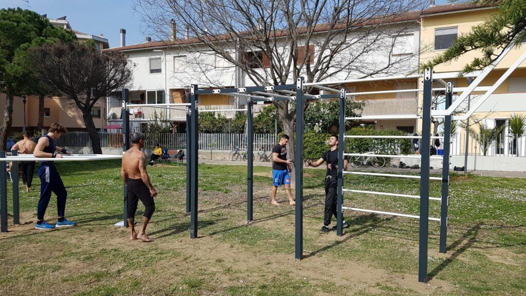 Sport, inaugurato al parco dell'Annunziata attrezzo per il calisthenics