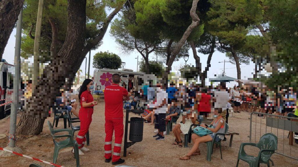 Camper vaccinale Giulianova, somministrate 698 dosi e fatti 107 tamponi