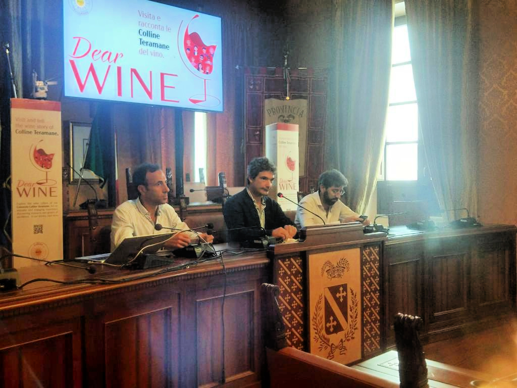"""Consorzio Colline Teramane lancia l'iniziativa """"Dear Wine"""" sui social"""