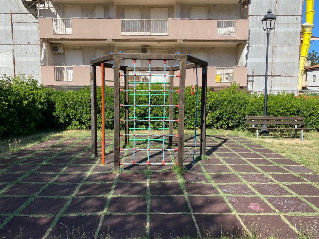 Manutenzione parchi gioco di Pineto, proseguono i lavori